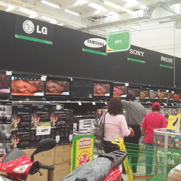 En un recorrido de CNNExpansión por la tienda Aurrera Observatorio, algunos consumidores se quejaron de la falta de difusión y de ofertas parciales.