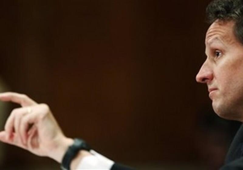 Geithner se encuentra ante un panel de supervisión del TARP. (Foto: AP)