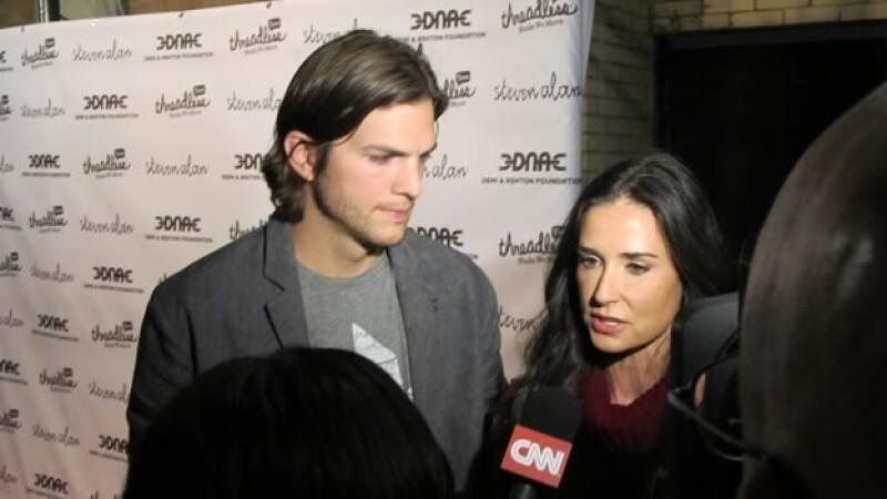 Los actores Ashton Kutcher y Demi Moore atienden a los medios