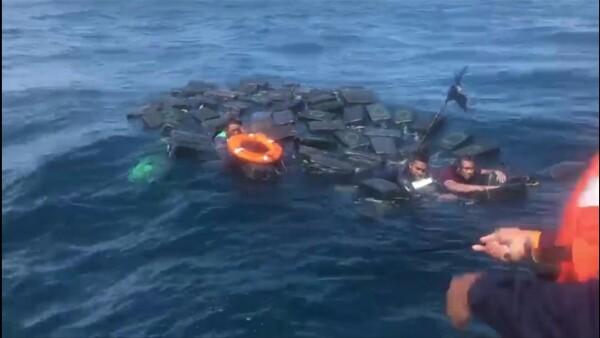 Náufragos sobreviven al usar cargamento de cocaína como flotadores en Pacífico