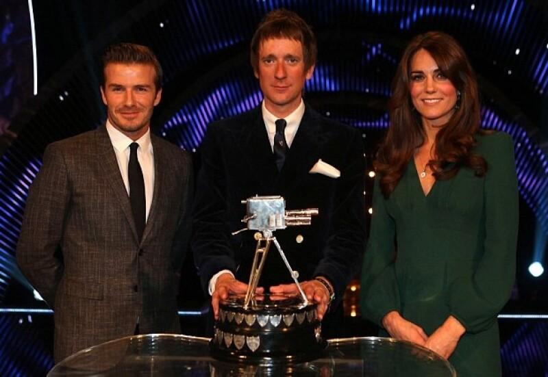 Ayer por la noche se llevó a cabo una premiación organizada por la BBC, ahí, la Duquesa lució mucho mejor en un vestido verde y junto a David Beckham.