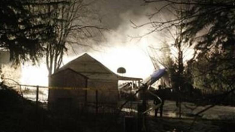El avión que cayó destruyó una vivienda y dejo 50 muertos.