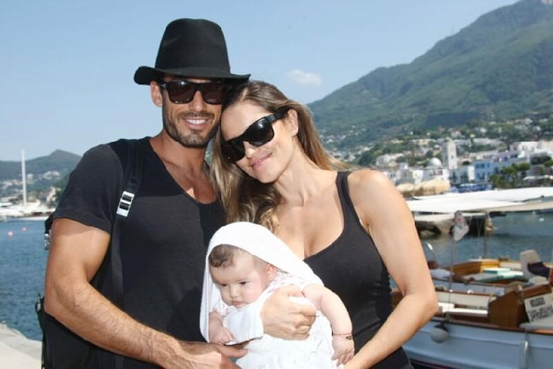 El actor mexicano arribó al país europeo en compañía de su pareja Lola Ponce y su bebé Erin, donde vacacionarán y asistirán al Ischia Global Fest 2013.