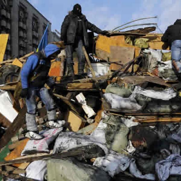 Ucrania es objeto de una puja geopolítica entre Moscú, que lo ve como un mercado y teme que las protestas lleguen a Rusia, y Occidente, que dice que los ucranianos deberían ser libres de optar por la reconciliación económica con la UE.