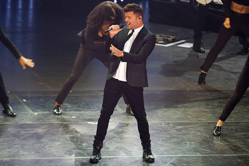 Sexytud y sensualidad fue lo que derrochó Ricky Martin en cada paso que daba, enloqueciendo a sus fans.