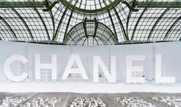 Atmosfera Chanel RTW SS21by_Olivier_Saillant.jpg