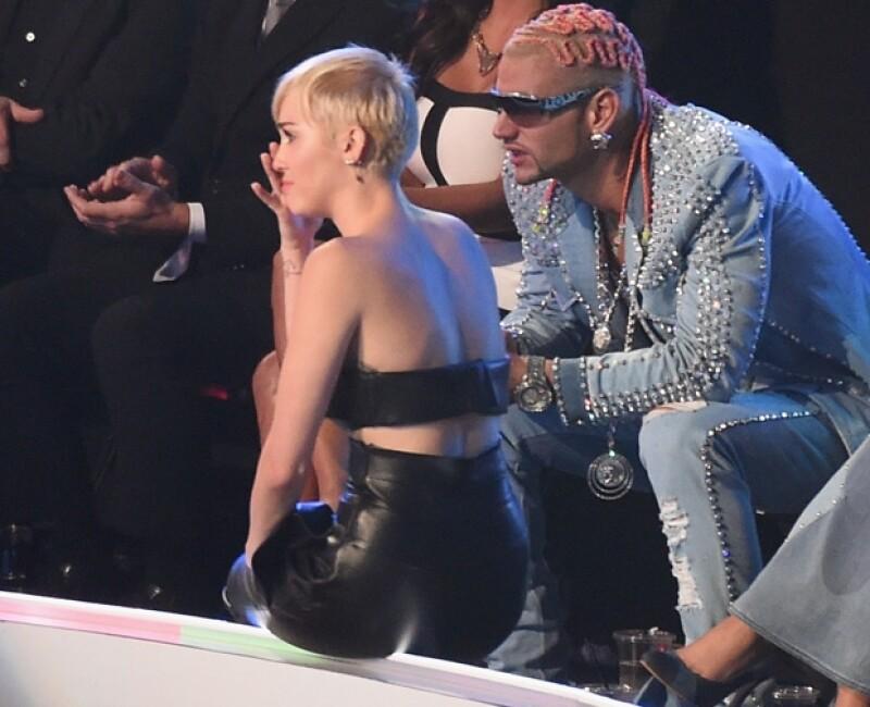 La cantante se notaba muy conmovida cuando Jesse tomó su lugar en el escenario de los MTV.