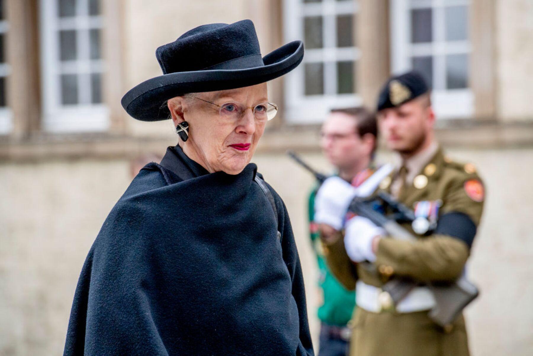 Detienen a hombre que pretendía decapitar a la reina ...