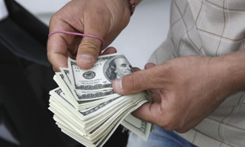 El tipo de cambio podría ubicarse entre los 13.14 y 13.26 pesos por dólar, según Banco Base.   (Foto: AP)