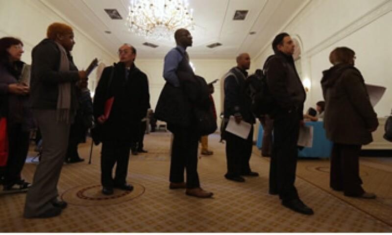 Los expertos esperaban que las solicitudes de subsidio por desempleo aumentaran a 357,000 la semana pasada. (Foto: Getty Images)