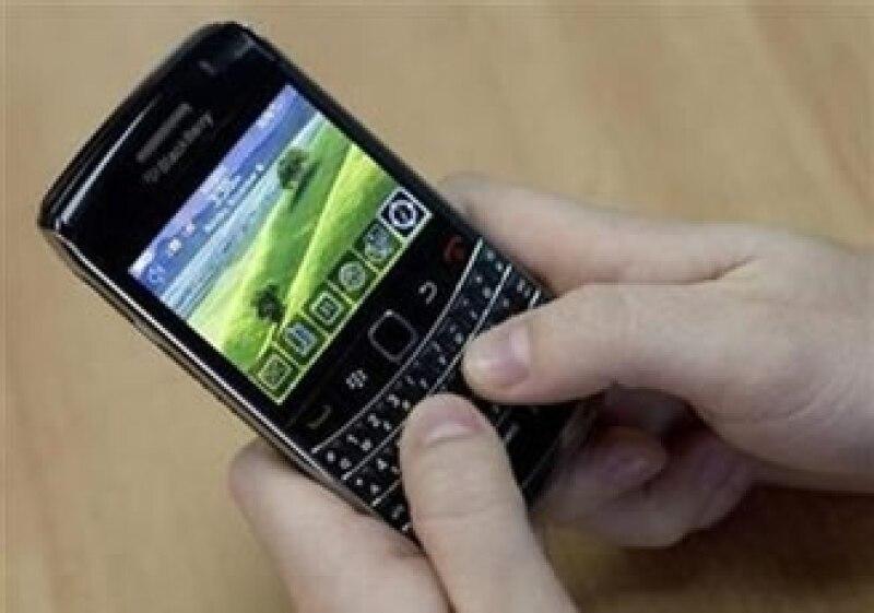 El uso de celular en las reuniones es algo común entre los asistentes. (Foto: Reuters)