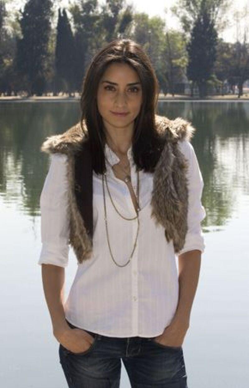 "Pese a tener varicela, la actriz continúa grabando escenas para la telenovela ""Pasión morena""."