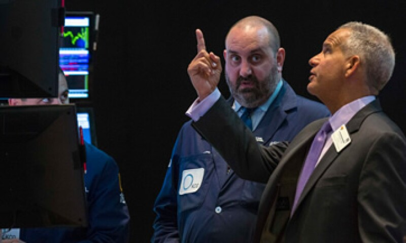 Durante la jornada, el Dow Jones llegó a perder más de 400 puntos. (Foto: Reuters )