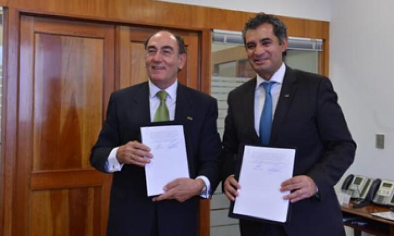 El titular de CFE, Enrique Ochoa -der-, y el presidente de Iberdrola, Ignacio Galán -izq-, presidieron la reunión. (Foto: tomada de twitter.com/EnriqueOchoaR )