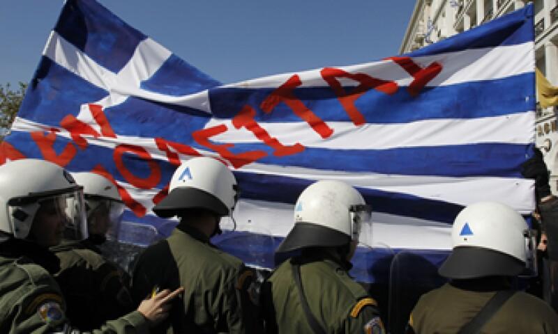 La troika está en Atenas para analizar los 11,700 mde que Grecia necesita recortar en 2013 y 2014. (Foto: AP)