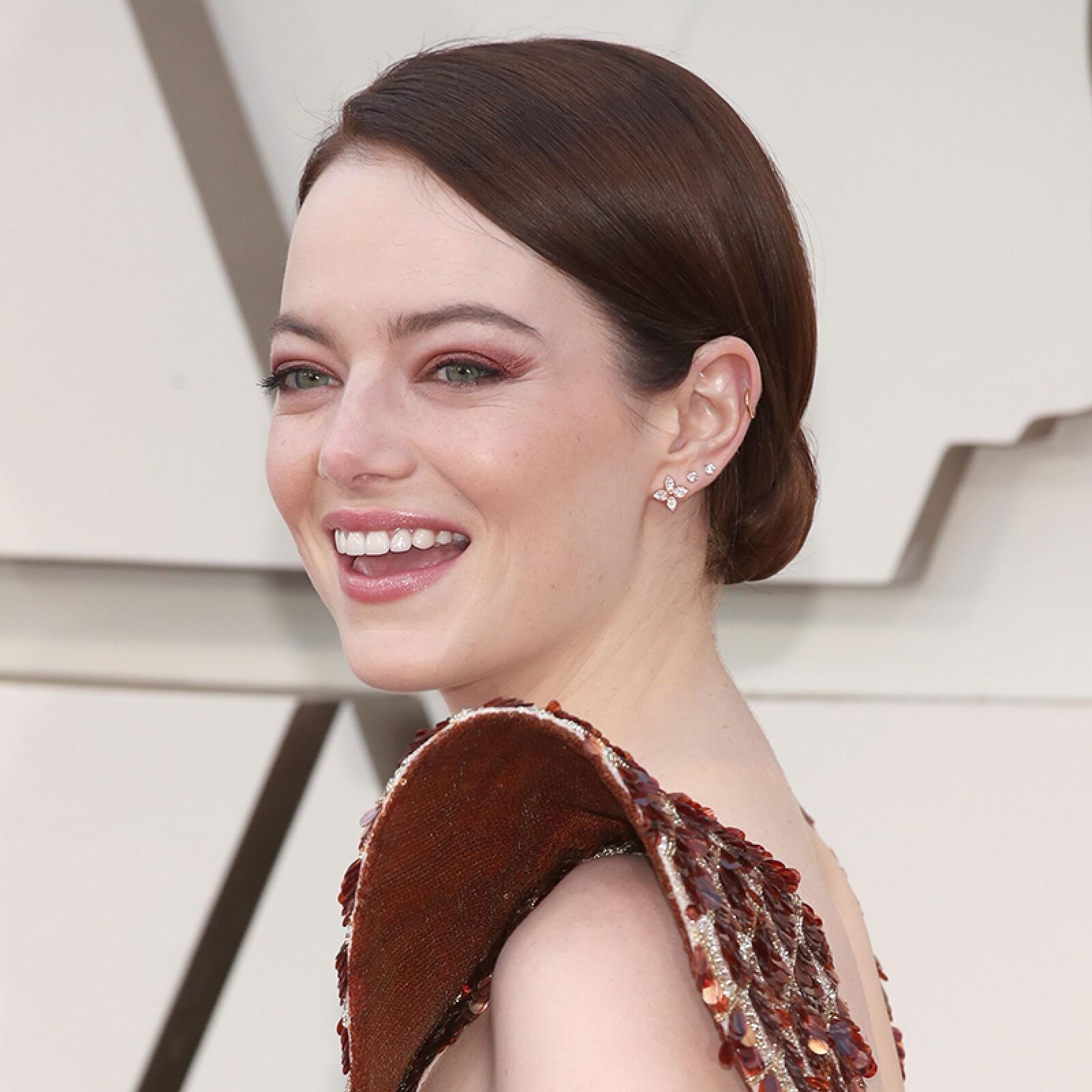 oscares-oscar-beauty-looks-alfombra-roja-academy-awards-Emma-Stone