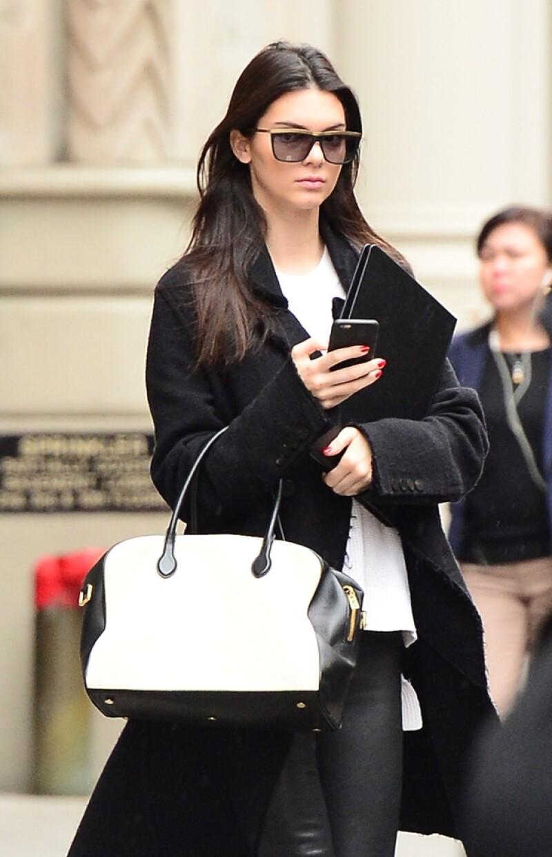 Kendall acierta con sus looks de streetstyle.