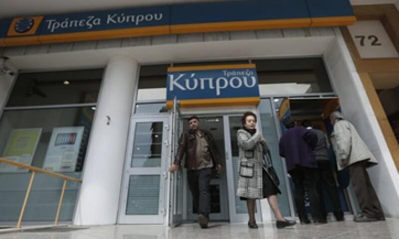 El Banco Central de Chipre dijo que algunos controles de capital se aplicarían provisionalmente a todos los bancos. (Foto: Reuters)