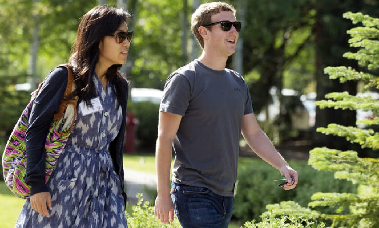 """Zuckerberg y Priscilla Chan, de 27 años, se dieron el """"sí"""" en una pequeña ceremonia en la casa del empresario, tras una semana ajetreada para la pareja."""