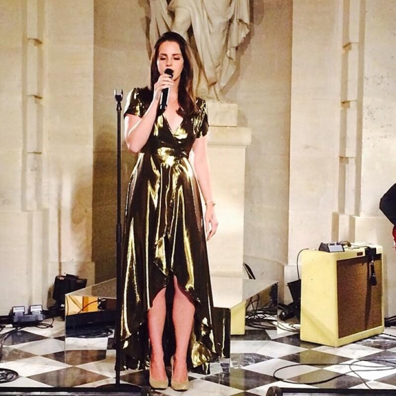 Lana del Rey interpretó tres canciones, entre ellas `Young and beautiful´, fuentes cercanas al evento aseguraron que su presentación se realizó un poco más tarde de lo planeado.
