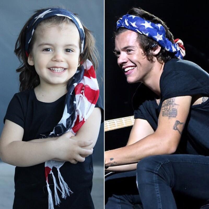 Bandanas y pañoletas son los principales accesorios que Harry utiliza, y que la mamá de Michael procura usar casi los mismos diseños.