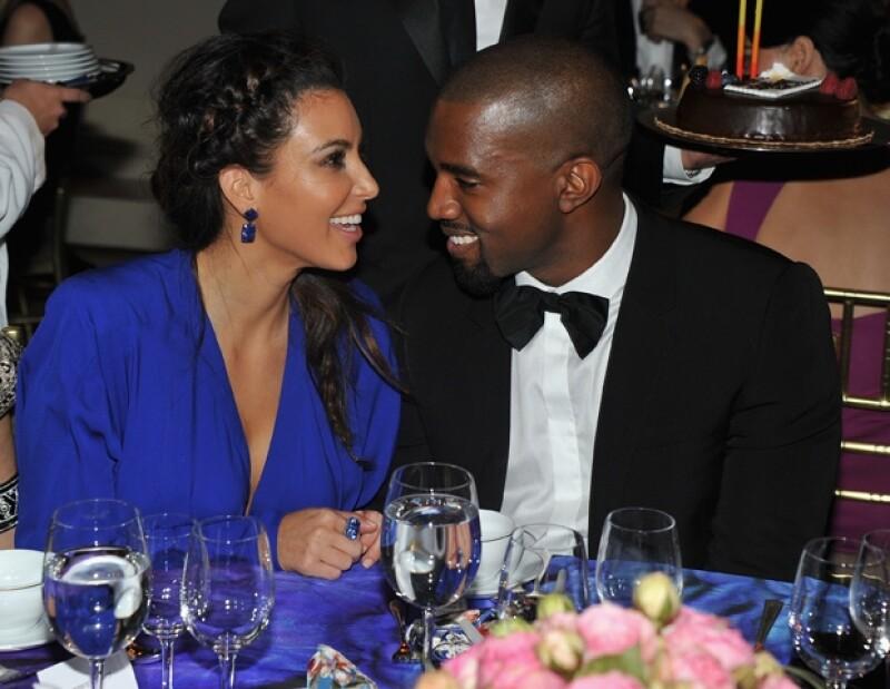 Kim y Kanye se mostraron muy cariñosos durante la cena.