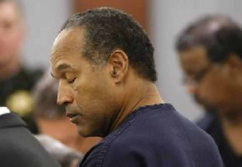O.J. Simpson mientras escucha su sentencia en el Centro Regional de Justicia Clark County en Las Vegas.
