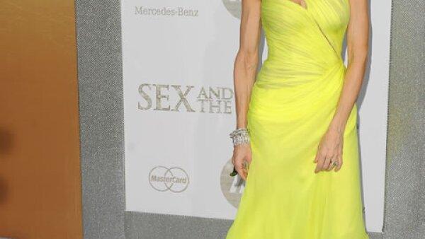 Siempre vestida de pies a cabeza en los mejores diseñadores, no faltó presentarse en Valentino a una de las premieres de Sex and The City 2.