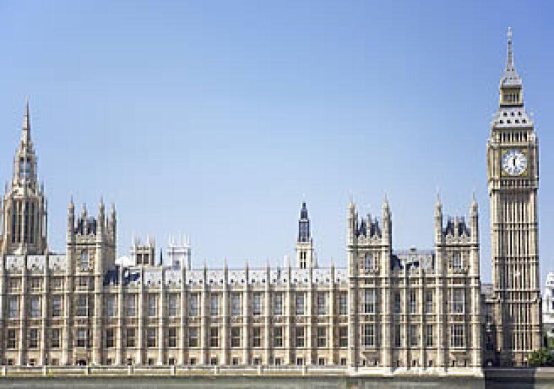 Gran Bretaña se ha apegado a ahorros y planes económicos severos para evitar la recesión económica.  (Foto: Photos To Go)