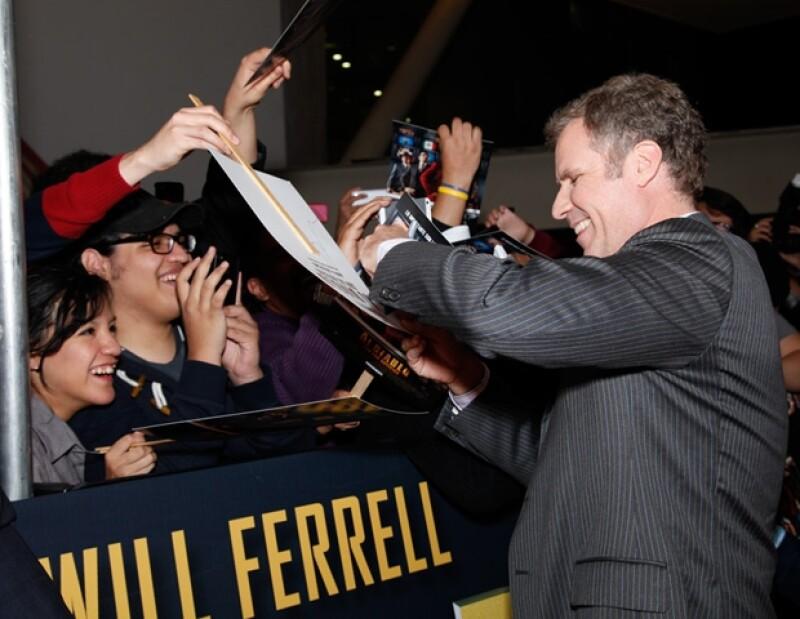 Will Ferrell firmó autógrafos a los fans mexicanos reunidos en Plaza Antara.