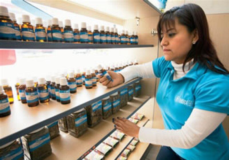 Indra Farmacias es la primera franquicia que vende medicina holística alternativa. En 2010 abrió ocho franquicias y para 2011 espera abrir otras nueve. (Foto: Adán Gutiérrez)