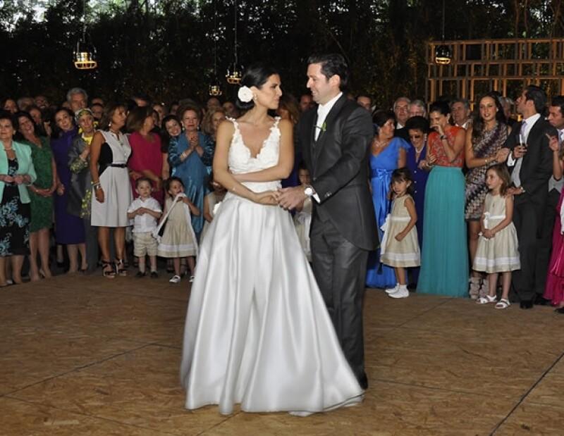 """La primer canción que bailaron como esposos fue """"Volví a nacer"""", de Carlos Vives"""