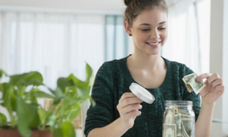 Un buen comiezo para ahorrar es revisar en que se gasta cada más e identificar los rubros en los que se puede reducir costos. (Foto: Shutterstock)