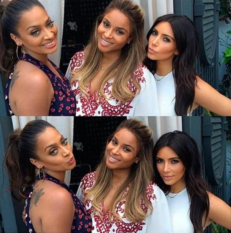 Kim y sus amigas se tomaron fotografías de sus #mommymemories.