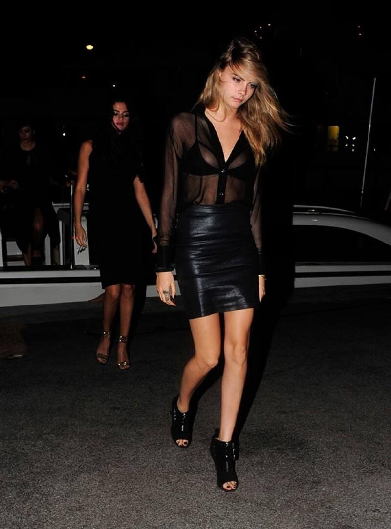La cantante viajó a Francia para divertirse junto a la modelo. Se divirtieron en un yate, dieron un paseo en helicóptero y más tarde fueron a un centro nocturno.