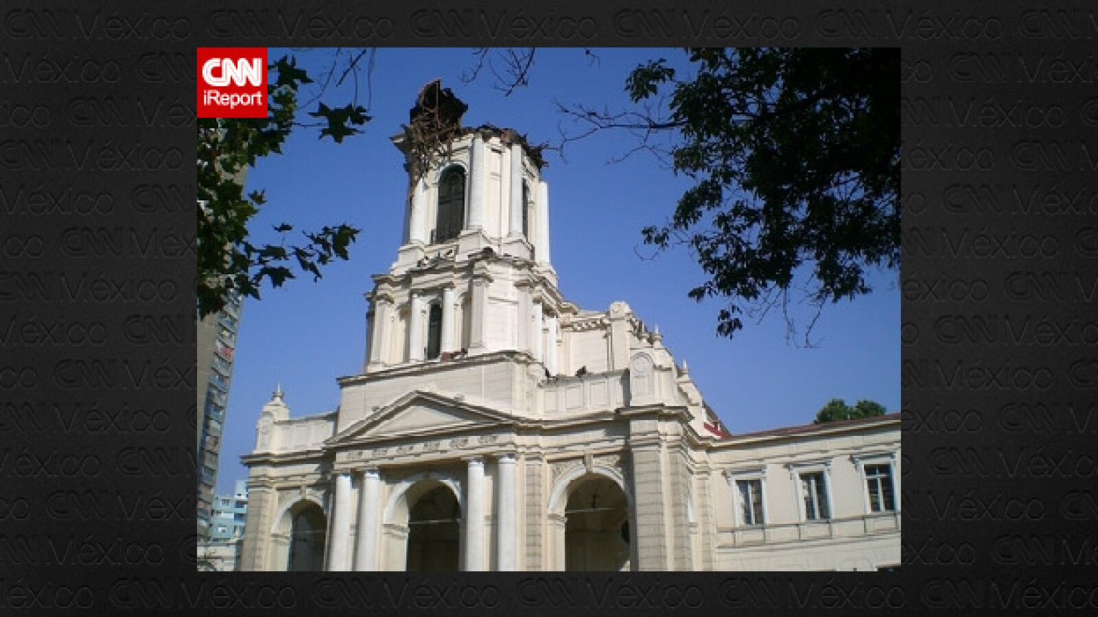 La Iglesia de la Divina Providencia sufrió daños en su torre