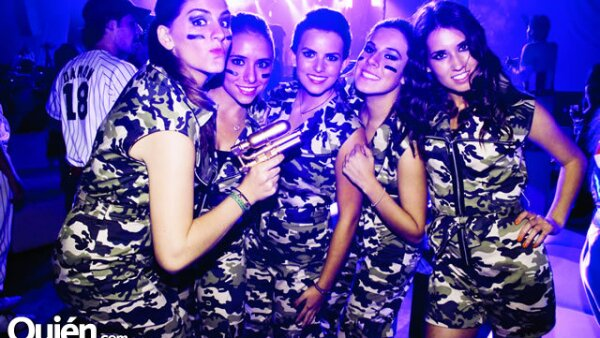Isabel Alatorre,María Robina,Camila González,Paloma Barqueray Lucía Igartúa decidieron disfrazarse en grupo.