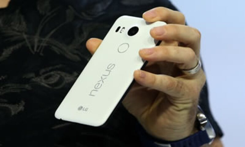 Ambos teléfonos debutarán en el mercado con la nueva versión del sistema operativo Android. (Foto: AFP )