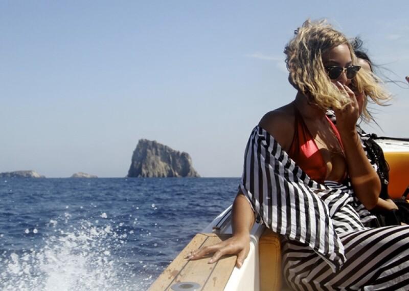 Este año Beyoncé y Jay Z han vacacionado en diferentes y exóticos lugares. Ahora hicieron un recorrido por las costas mediterráneas de Italia y Grecia, acompañados de la pequeña Blue Ivy.