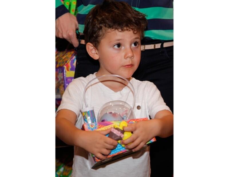 La ex integrante del grupo Kabah asistió a la presentación del nuevo juego Distroller en compañía de su primogénito y su mamá.