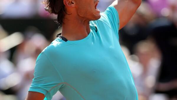 Rafa Nadal celebra un punto contra Djokovic el 8 de junio del 2014.