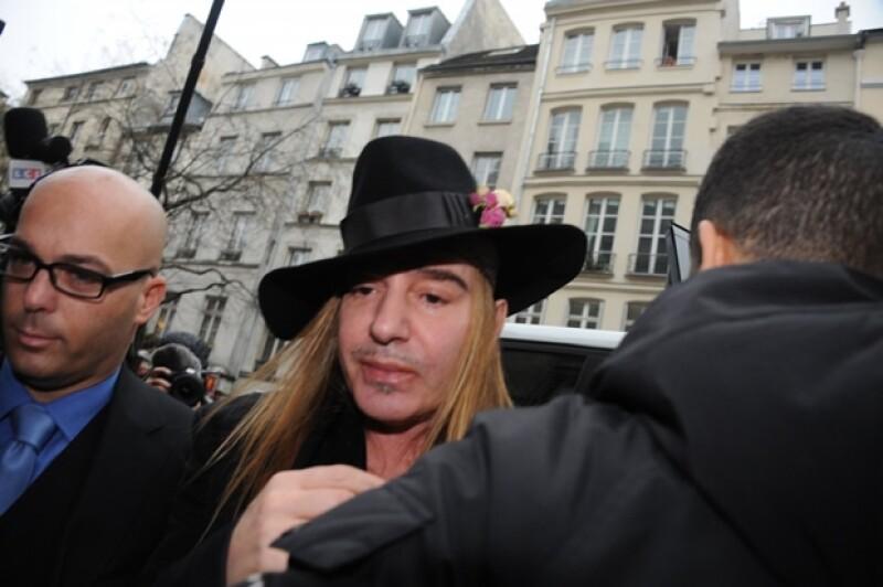 """Mediante un comunicado, la casa de modas francesa informó que debido al """"odioso comportamiento"""" del diseñador decidieron revocar su contrato con ellos."""