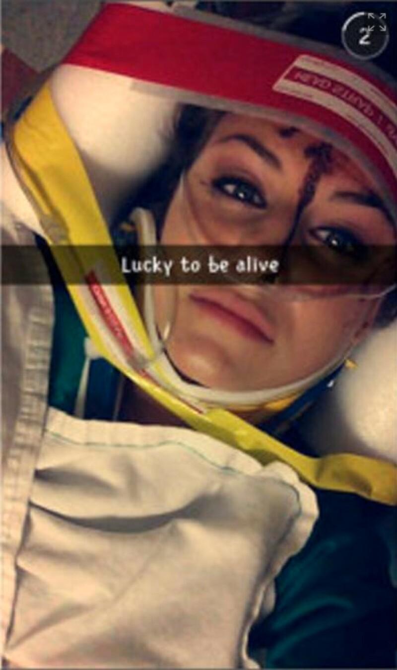 Después de chocar y mientras iba en la ambulancia, Christal snapchateo su accidente.
