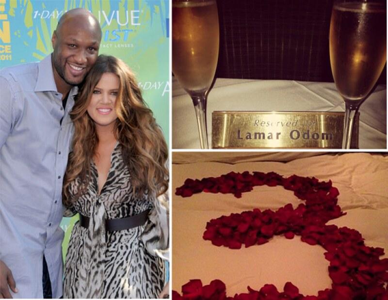 Lamar Odom la consintió con una cena romántica y un arreglo de rosas rojas sobre la cama.