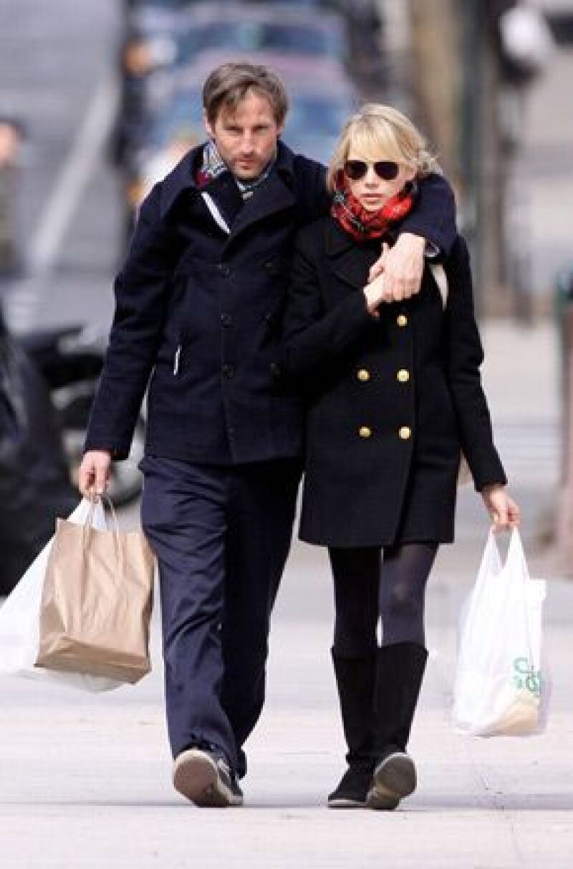 Spike y Michelle aprovecharon el paseo para comprar productos orgánicos.
