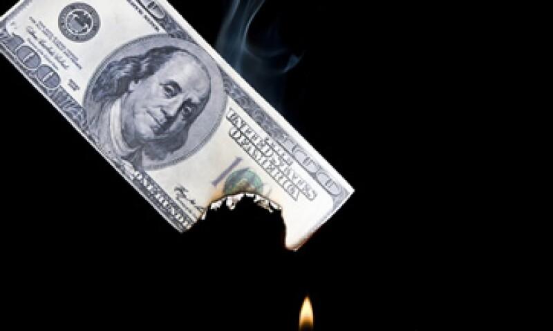 S&P habría avisado al Gobierno su intención de rebajar la nota. (Foto: Photos to go)