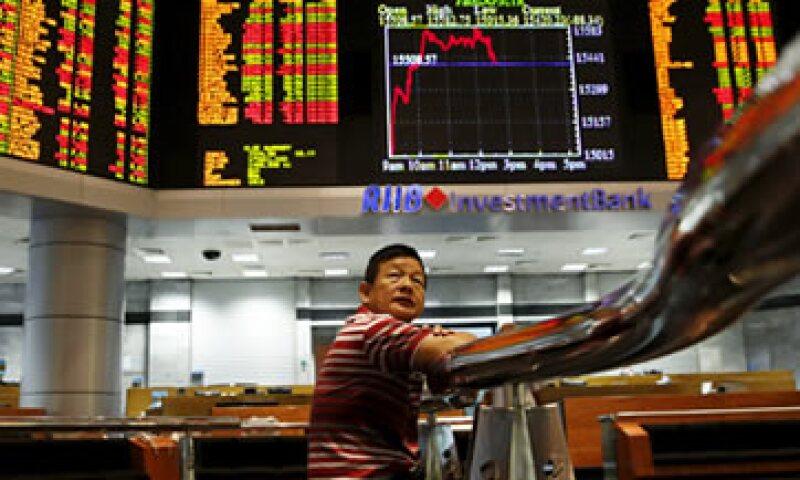 Los mercados accionarios temen que la debilidad económica de China sea más fuerte que la prevista. (Foto: Reuters )