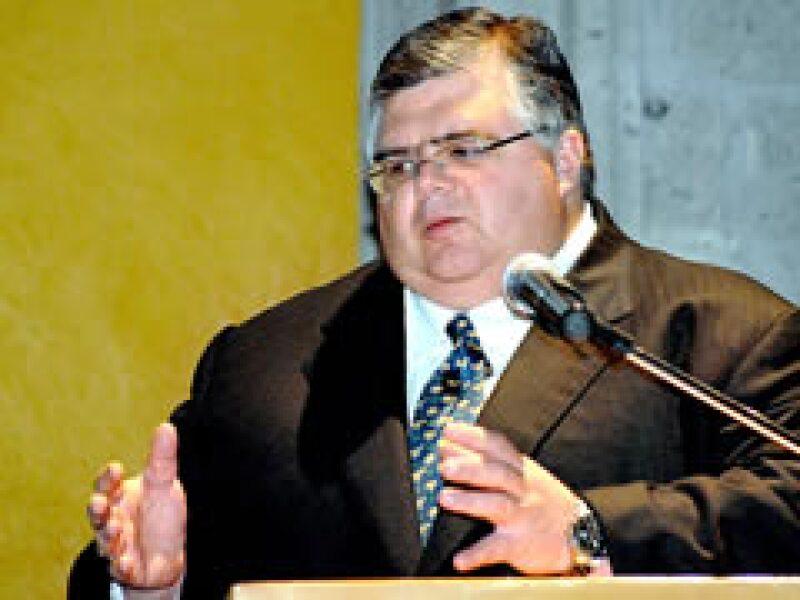Agustín Carstens previó una mayor baja en los envíos de remesas. (Foto: Archivo)
