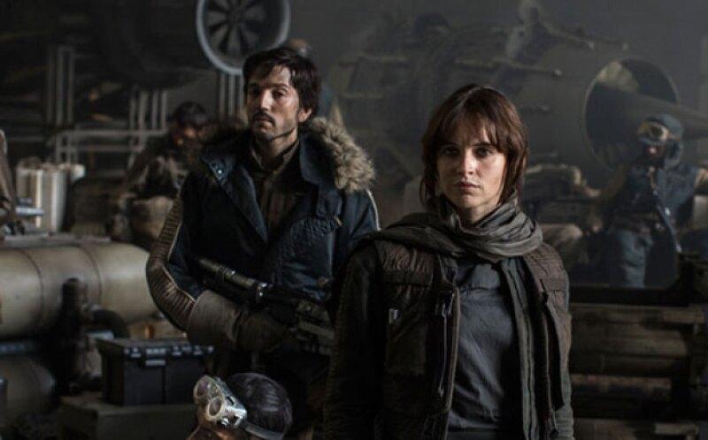 Aunque ya se sabía que el actor mexicano aparecería en la entrega Star Wars: Rogue One, no se habían difundido imágenes de su personaje, hasta ahora.
