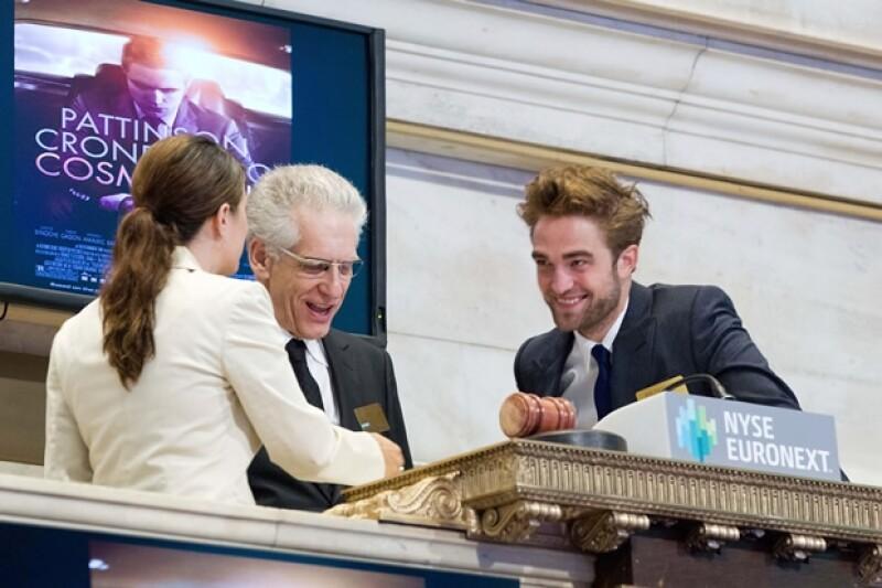 """El actor estuvo recluido varias semanas tras enterarse que Kristen Stewart le fue infiel, ayer acudió al programa """"The Daily Show"""" en Nueva York."""